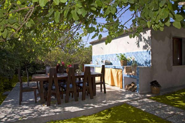 Villa giardino paradiso cefal sicily - Zona barbecue in giardino ...